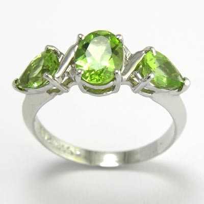 14k Mother's Three Stone Ring Peridot